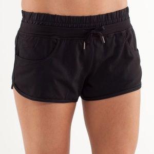 LULULEMON Strength and Tone Shorts Black Size 4